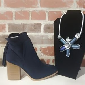 Shoes - Navy bootie